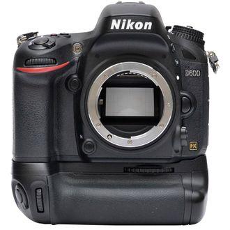 Câmera Nikon D600 - Corpo com Grip Mb-D14 - Usada